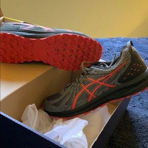 ASICS frequent trail size 11